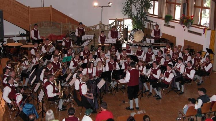 2004 Bezirksmusikfest in Germaringen unter der Leitung von Leo Fischer