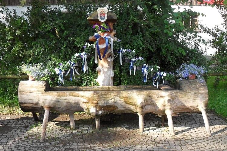 2005 neuer Holzbrunnen