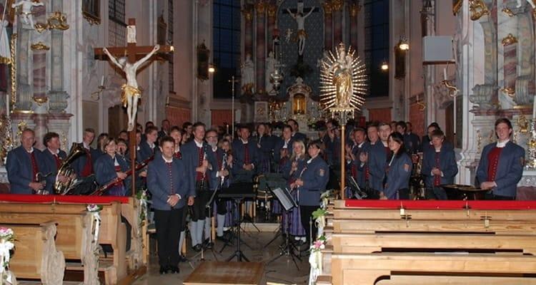 2009 Kirchenkonzert unter der Leitung von Anton Müller
