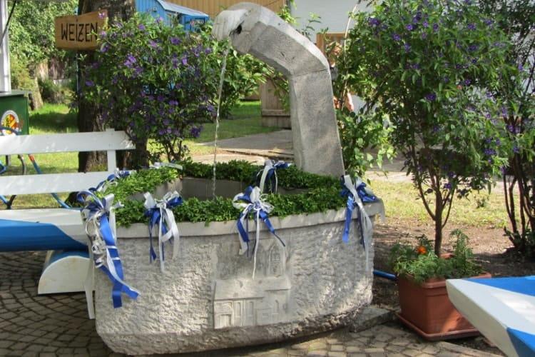 2013 neuer Betonbrunnen
